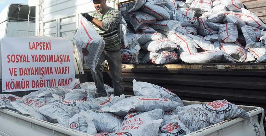 Lapseki'de Kömür Yardımları Dağıtılıyor